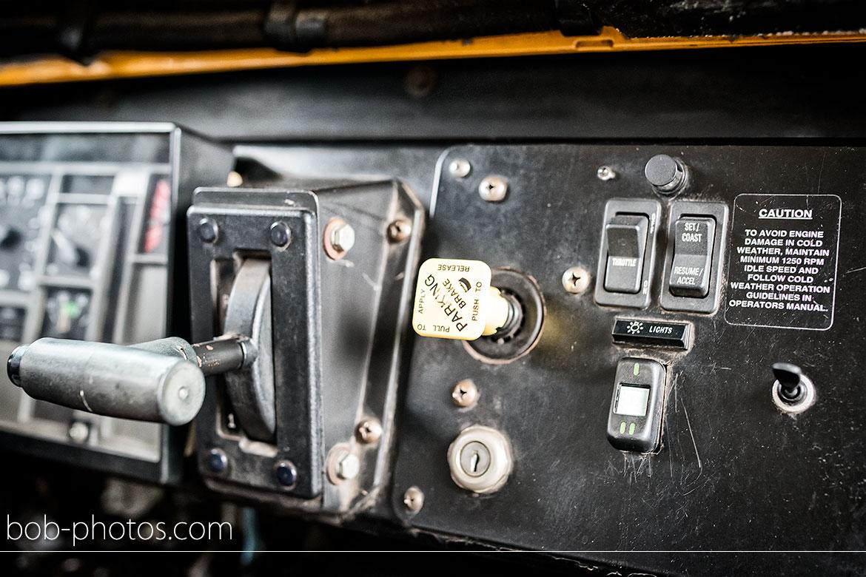 dashboard blue bird school bus bruidsfotografie-bergen-op-zoom-marcel-irma-20