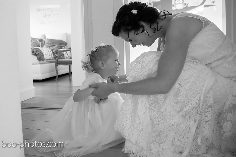 Bruidsmeisje met bruid