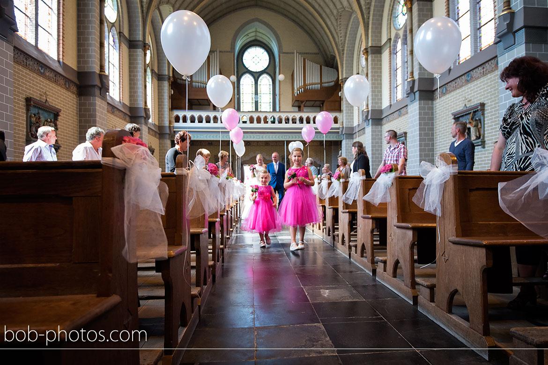 Bruidsmeisjes in de kerk