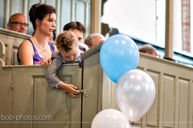 Bruidsjonker in de kerk