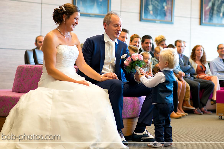Klein bruidsjongentje