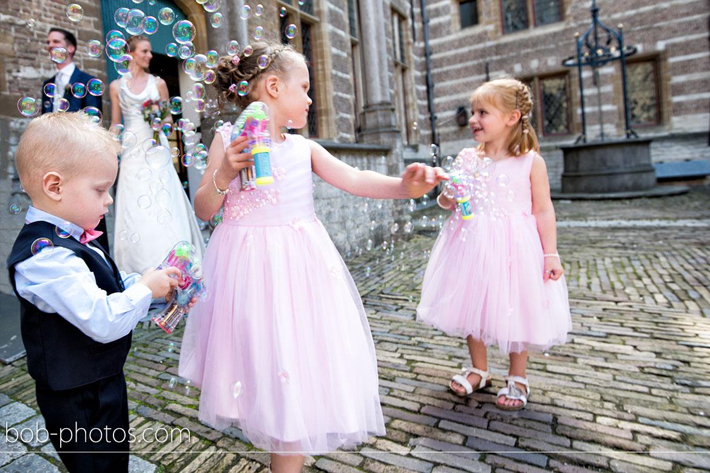Bruidskinderen met bellenblaas