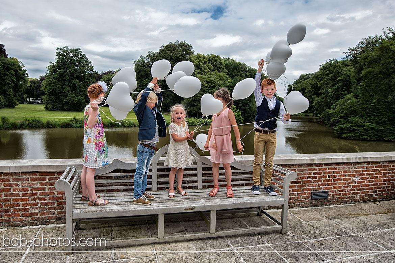 Bruidskinderen met ballonnen