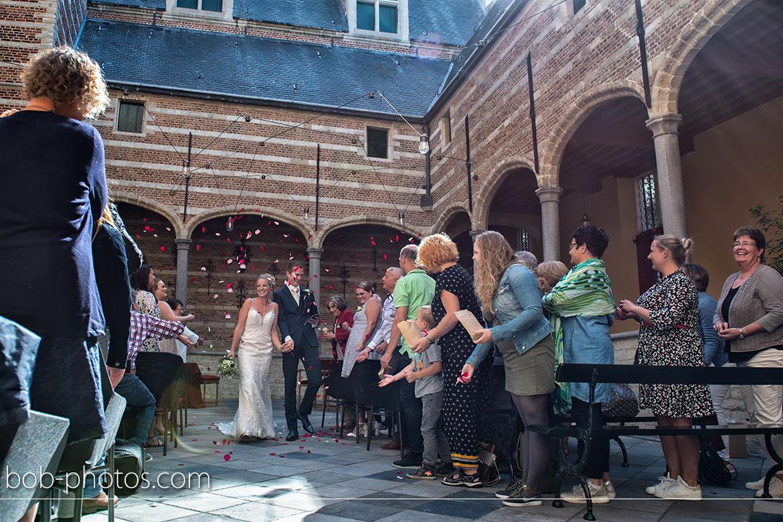 Bruidsfotografie kleine binnenplaats Markiezenhof